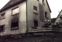 Wohnugsbrand im Erdgeschoß eines Zweifamilienhauses an der Einmündung Josef-Otto-Kolb-Straße/Haunachstraße am 25.April 1991